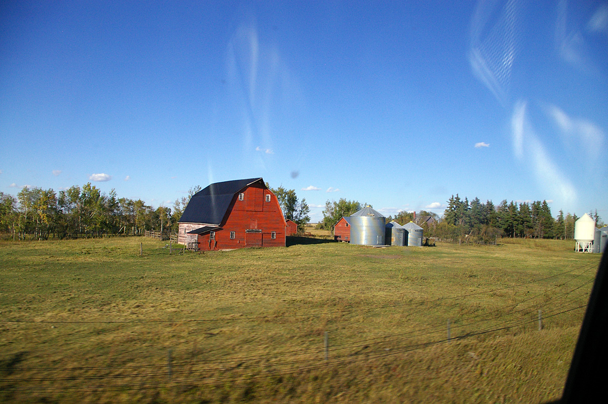 A farm in Manitoba, seen from the train