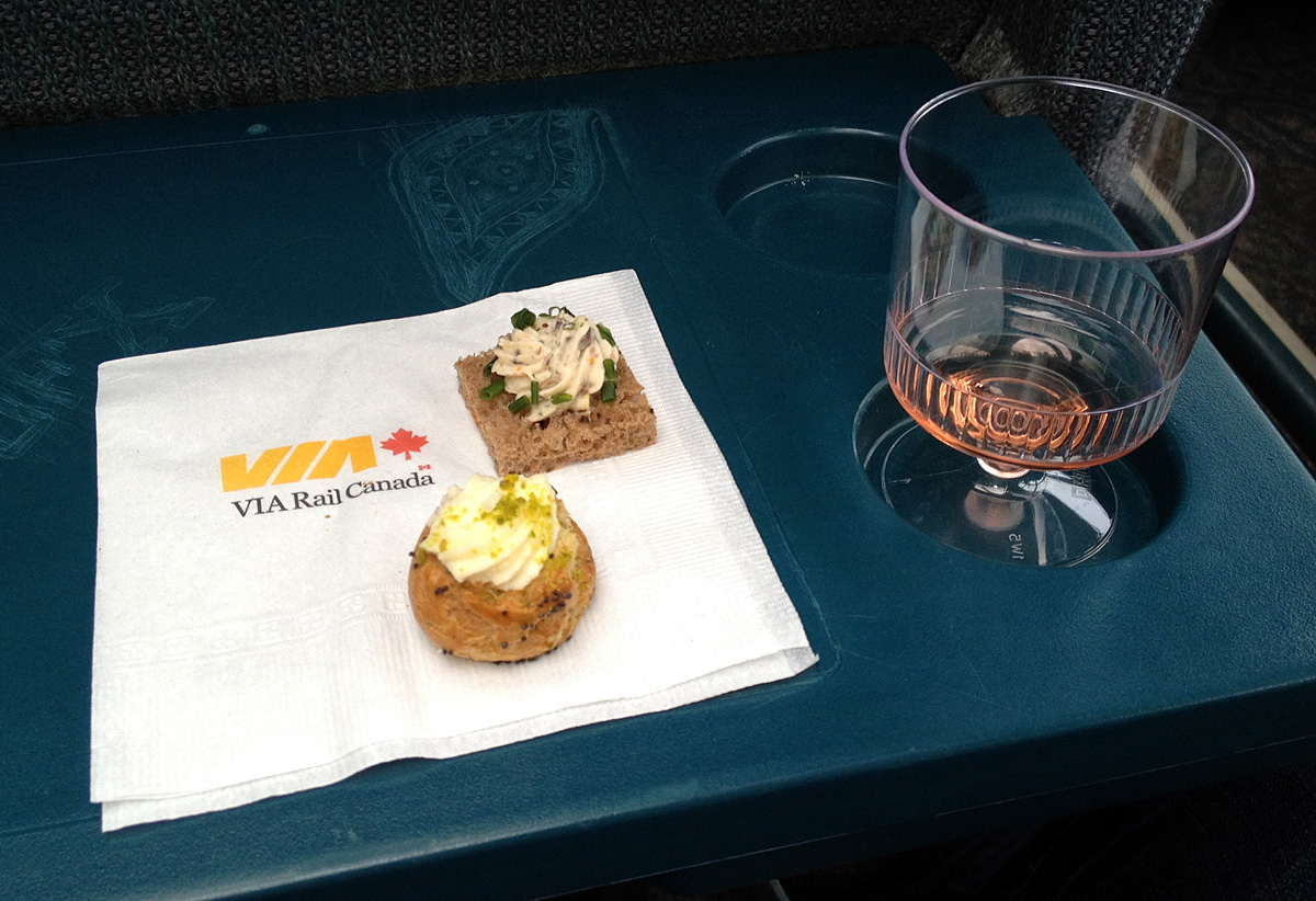 Welcome drink and canapés in the dome car