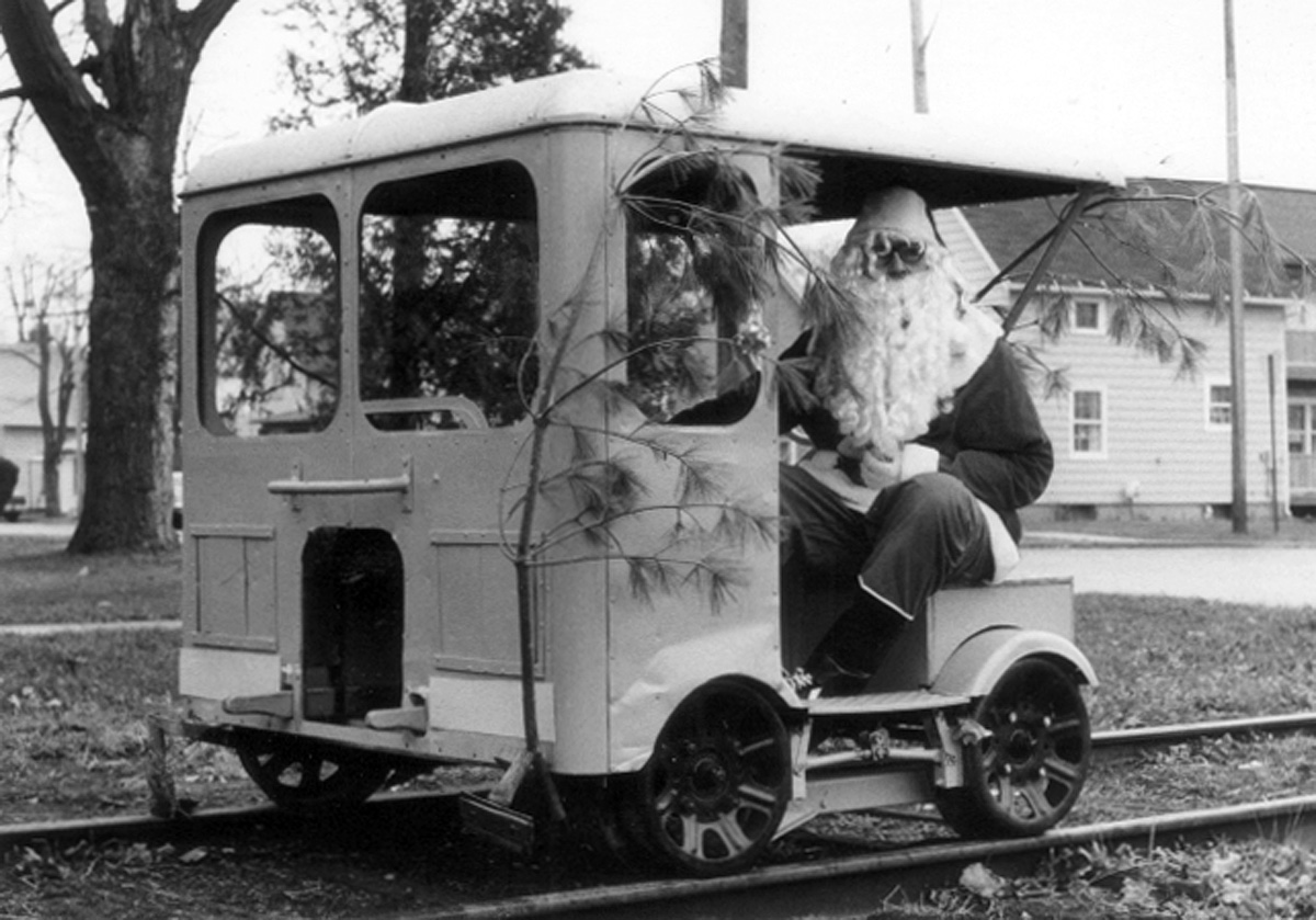 Santa arrives in Clinton 1983
