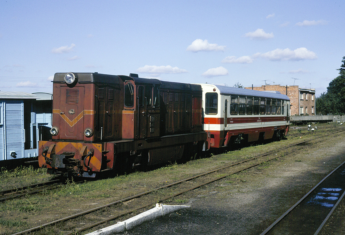 PKP locomotive Lxd2-346 stands in the station at Lisewo with a Romanian-built coach. This locomotive was later moved to Krośniewice, where it sits as a hulk today, long out of service.