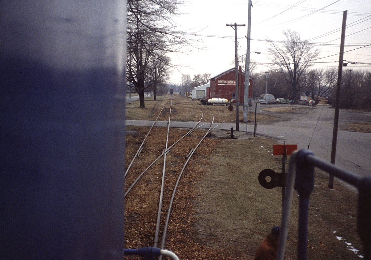Conrail #5457 runs around its train at Clinton, Mich. on 23 December 1980. (Edward Hodges photo)