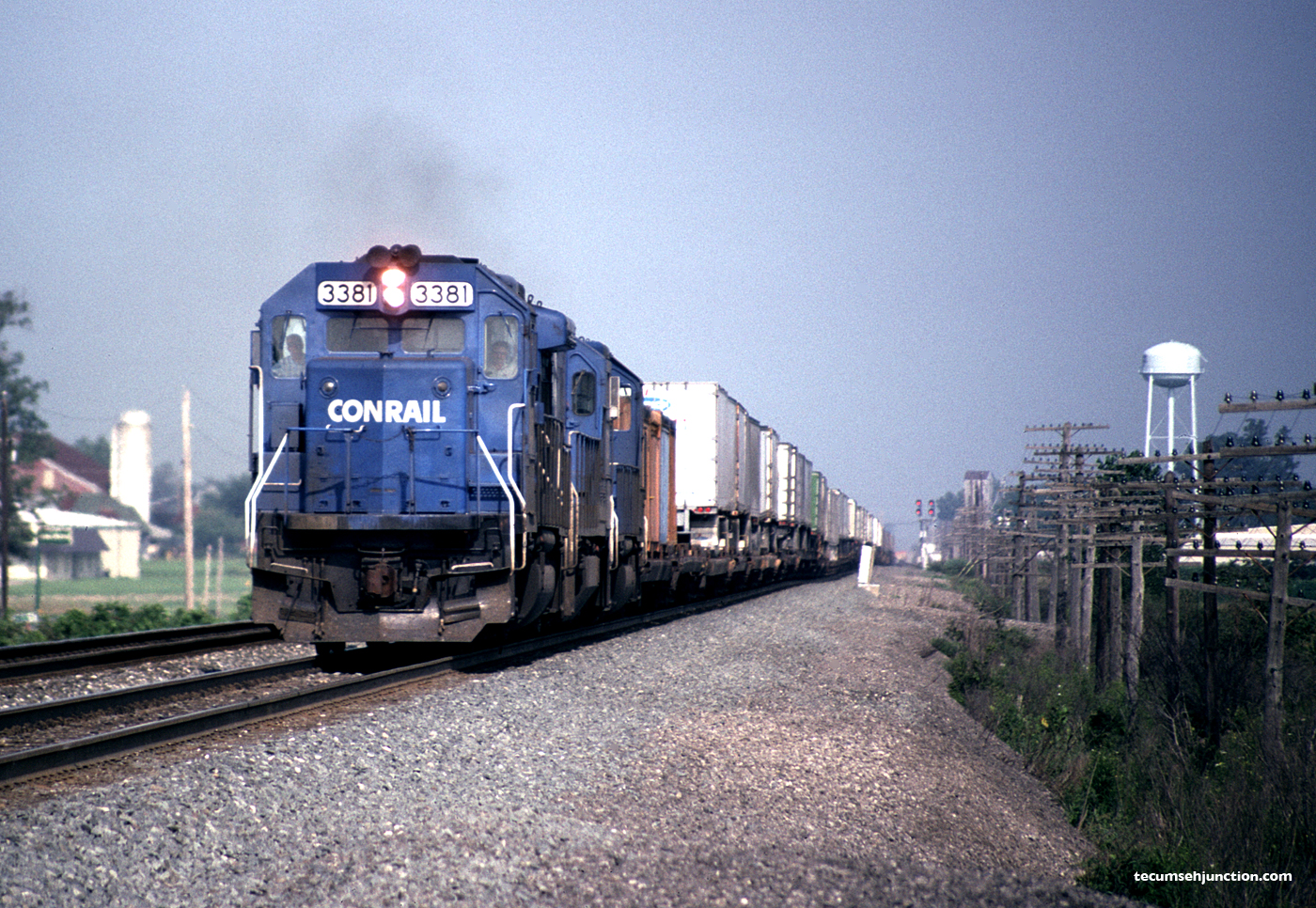 Trailvan train at Edgerton, OH