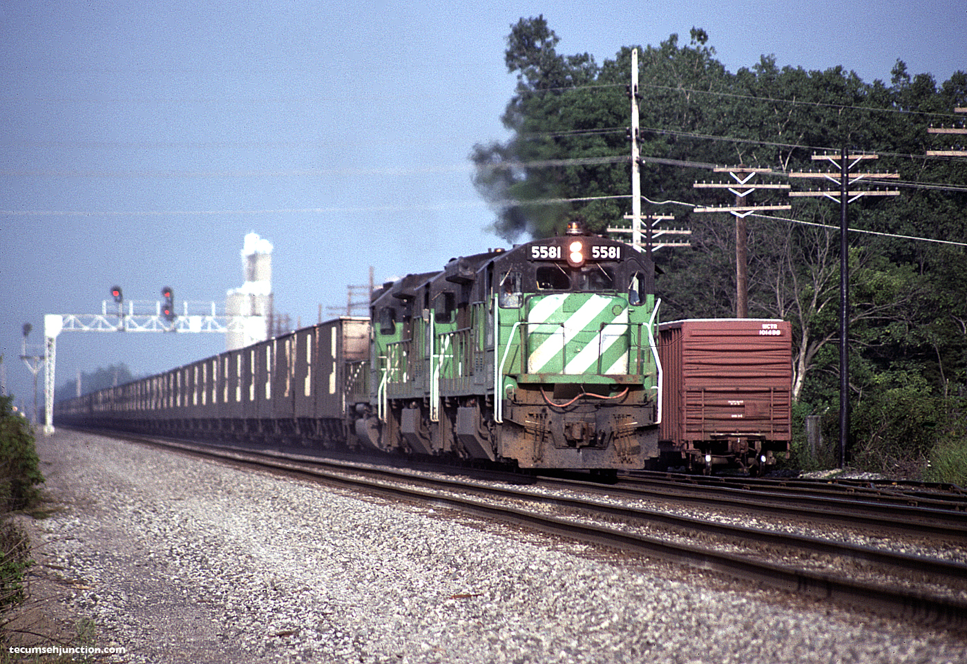BN 5581 on a westbound train at Bryan, OH
