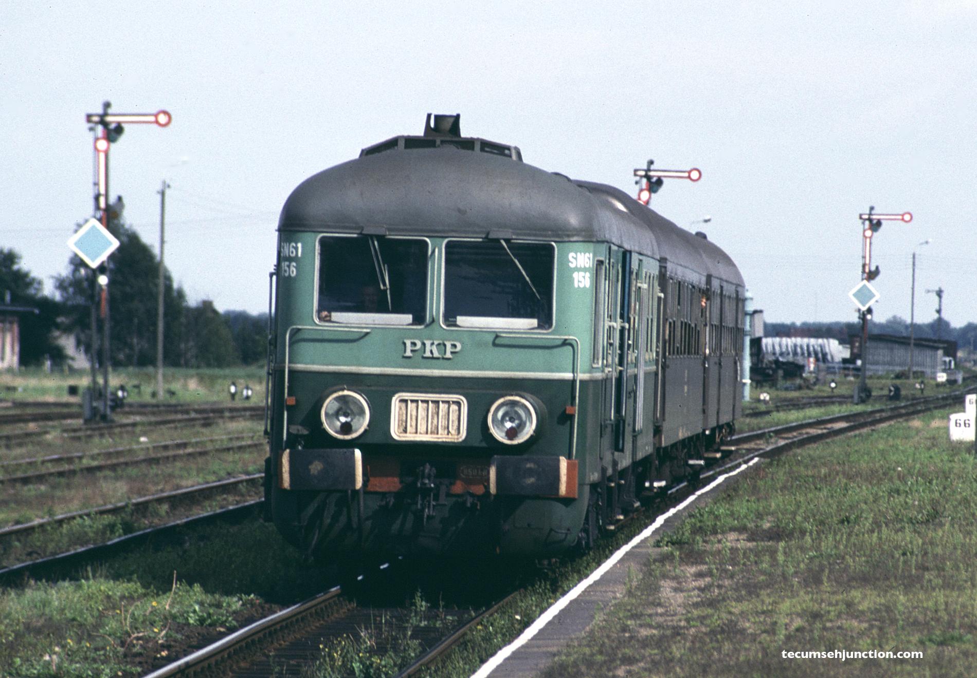 PKP SN61-156 arrives in Czersk, Poland on 07 September 1990