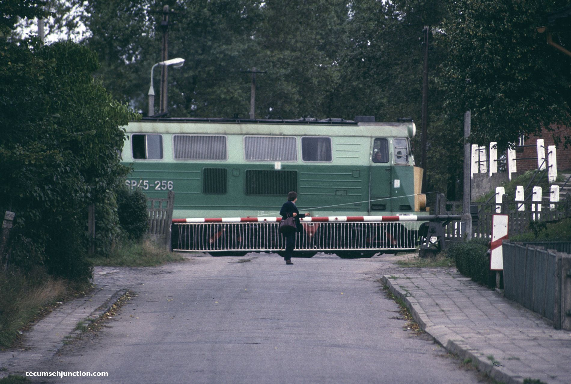 PKP SP45-256 leads an eastbound local train out of the station at Łąg, Poland