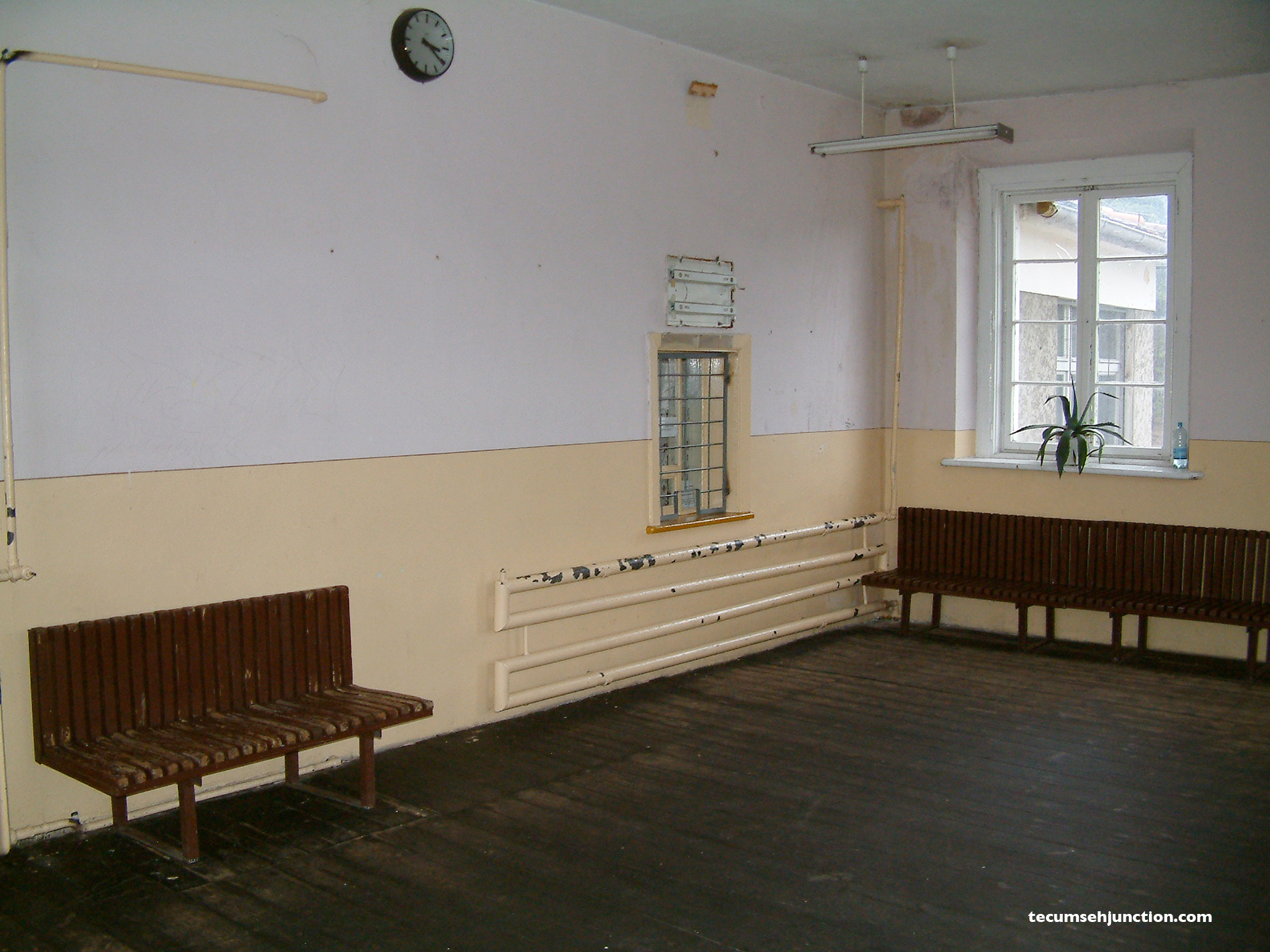 The waiting room at Bąk