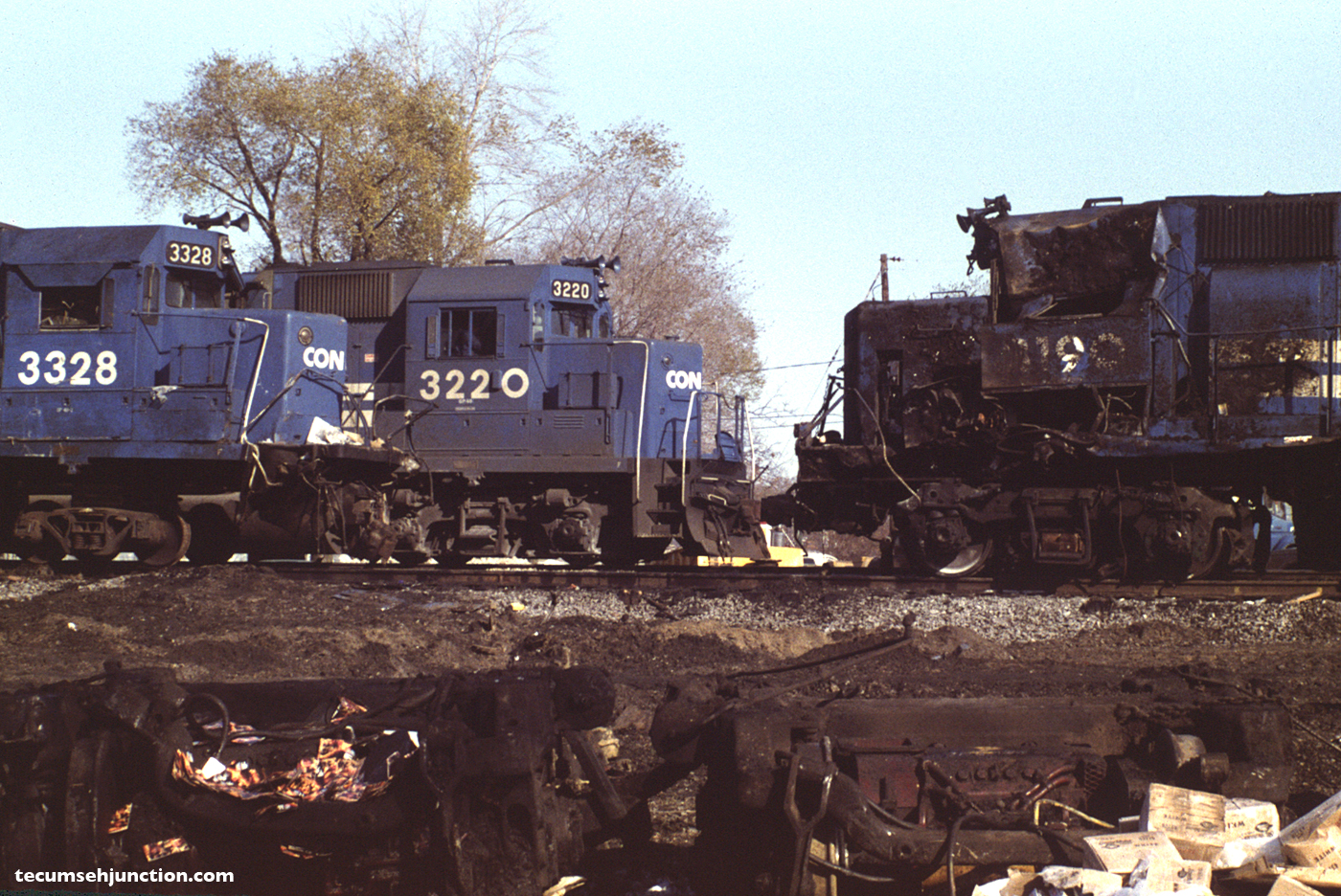 Conrail #3220 leads the next day's train Mail-8 past the wreck site on the shoo-fly track.
