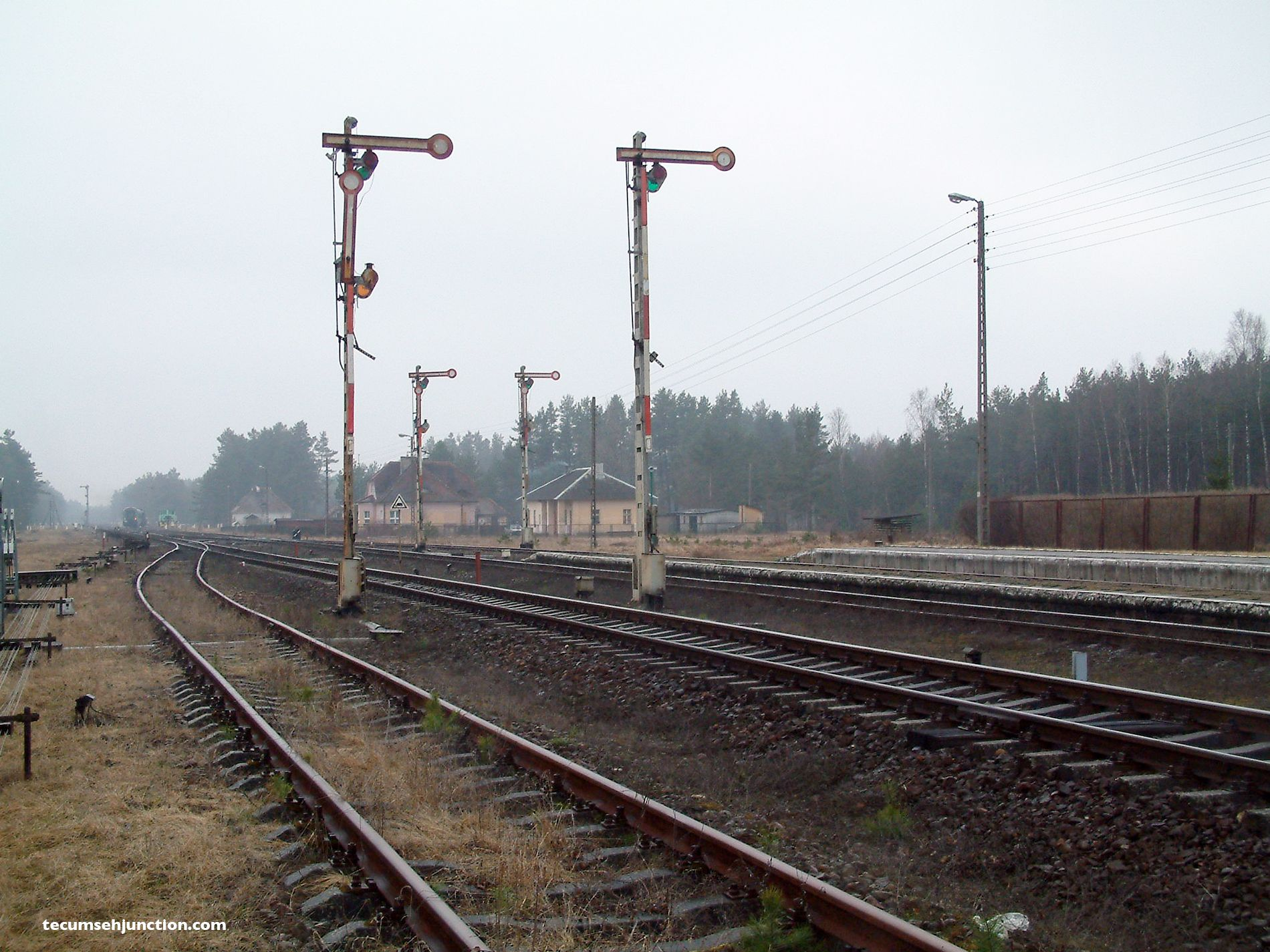 Semaphore signalling at the south end of Bąk.