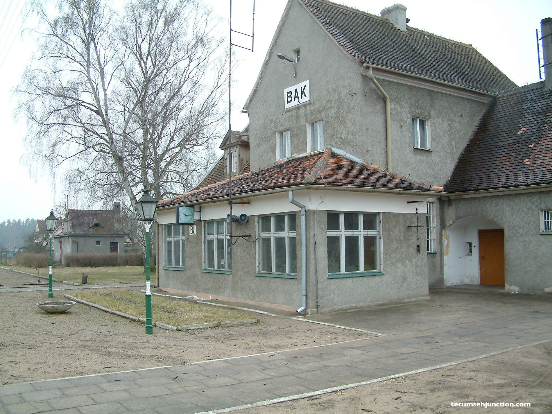 Bąk station with the signal box in front and the WC building in the distance