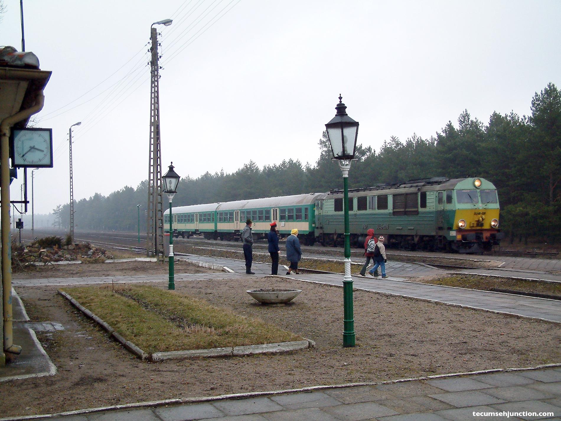 Kościerzyna-Wierzchucin train at Bąk